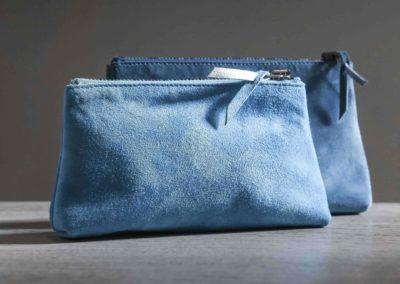 Trousses zip bleu lagon veau velour